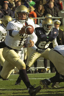 402px-US_Navy_031108-N-9593R-011_Navy_quarterback_Craig_Candeto_pitches_the_ball_out